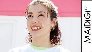 仲里依紗、Tシャツ×ピンクのハイウエストパンツがキュート! 蛍光グリーンを差し色に