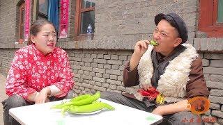 小伙和美女玩成語接龍,誰輸了誰吃一根辣椒,結局太有趣了【小貝愛叨叨】