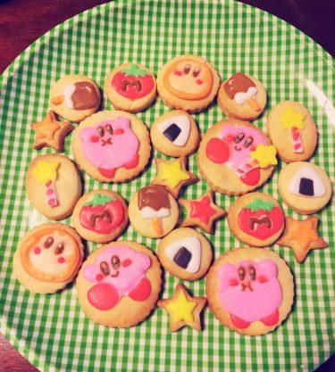 テスト期間だけどお菓子作りたい欲が出てきた。。。前にも載せたけどひかり氏が作ったやつ〜!時間があったら文化祭とか個撮に持っていくかも😊#グラドル#アイシングクッキー#お菓子作り好きな人と繋がりたい