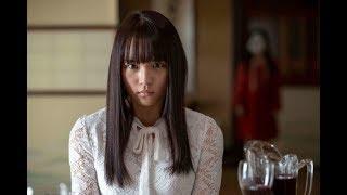 映画『黒い乙女 Q』浅川梨奈がお多福様に絶叫する本予告&場面写真公開|ニフティニュース