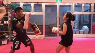 【格闘技動画】グラビアタレント キックボクシングトレ