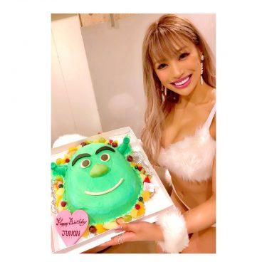 ビキニナイト!渋谷キャメロット ありがどおございます!!たっくさん載せたいもの等あるのでゆっくり更新していきます! とりあえず幸せ誕生日なう🌈🌈🌈✨✨✨✨ #CYBERJAPAN #cjd_junon #junon…