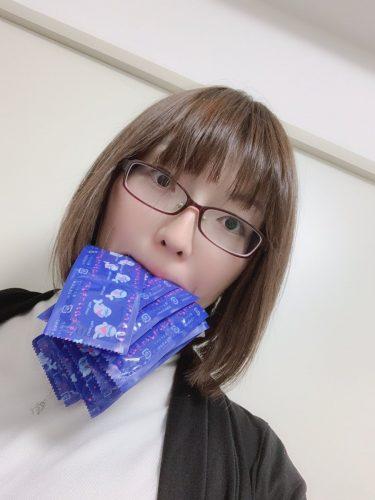 コンドーム咥えるえっちな女の子だよ!!!!!