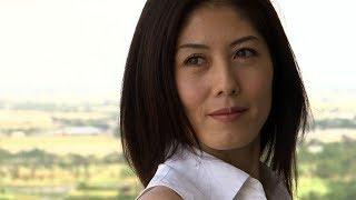人気女子アナ・小島慶子がセクシーグラビアに挑戦【動画】