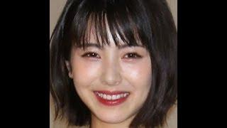 """✅  女優の浜辺美波の""""初キスシーン""""がファンもモヤモヤさせている。 8月14日公開の映画「思い、思われ、ふり、ふられ」で主演を務める浜辺は7月6日、同映画のPRイベントでほか出演者とともに登壇し、話"""