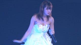 前田敦子(AKB48)ヌーブラモロ出し事件!ユルユルの衣装で胸元部分が次第にズレ落ちてきてヌーブラがモロ見えになるハプニング!