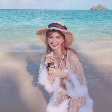 ハワイに行ったら絶対ラニカイビーチ行きたい!って思ってたけど写真じゃ伝わらないほどの綺麗さでどこのビーチよりも透明で本当に綺麗すぎた😭🌴🌺💖🌈ああああハワイ大好きになったよ💗水着はALEXIASTAMで、ガウンとカンカン帽…