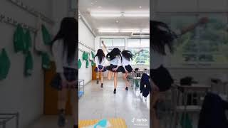 JK三人衆 ミニスカでジャンプ Three high school girls jump in miniskirts